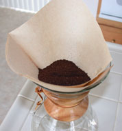 ' ' from the web at 'http://www.howtobrewcoffee.com/images/chemex/add_coffee.jpg'